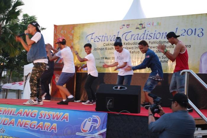 Caprice (Ariz Ramli) and Dem Lepak Boyz